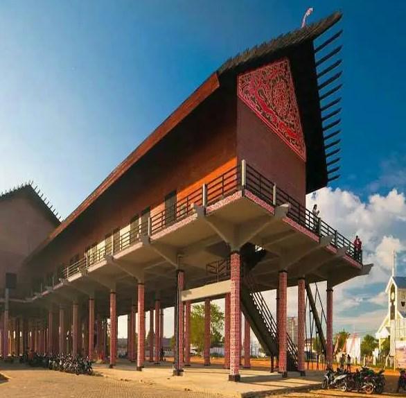 Rumah-Panjang-Adat-Kalimantan-Barat
